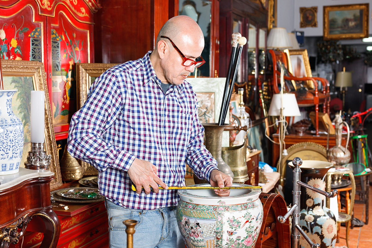 Do You Have A Lot Of Vintage Items Collecting Dust Around Your Home Turns Out Those Goods Could Be Worth Money But Before Rush To